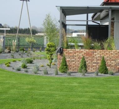 zakładanie trawnika z rolki piła